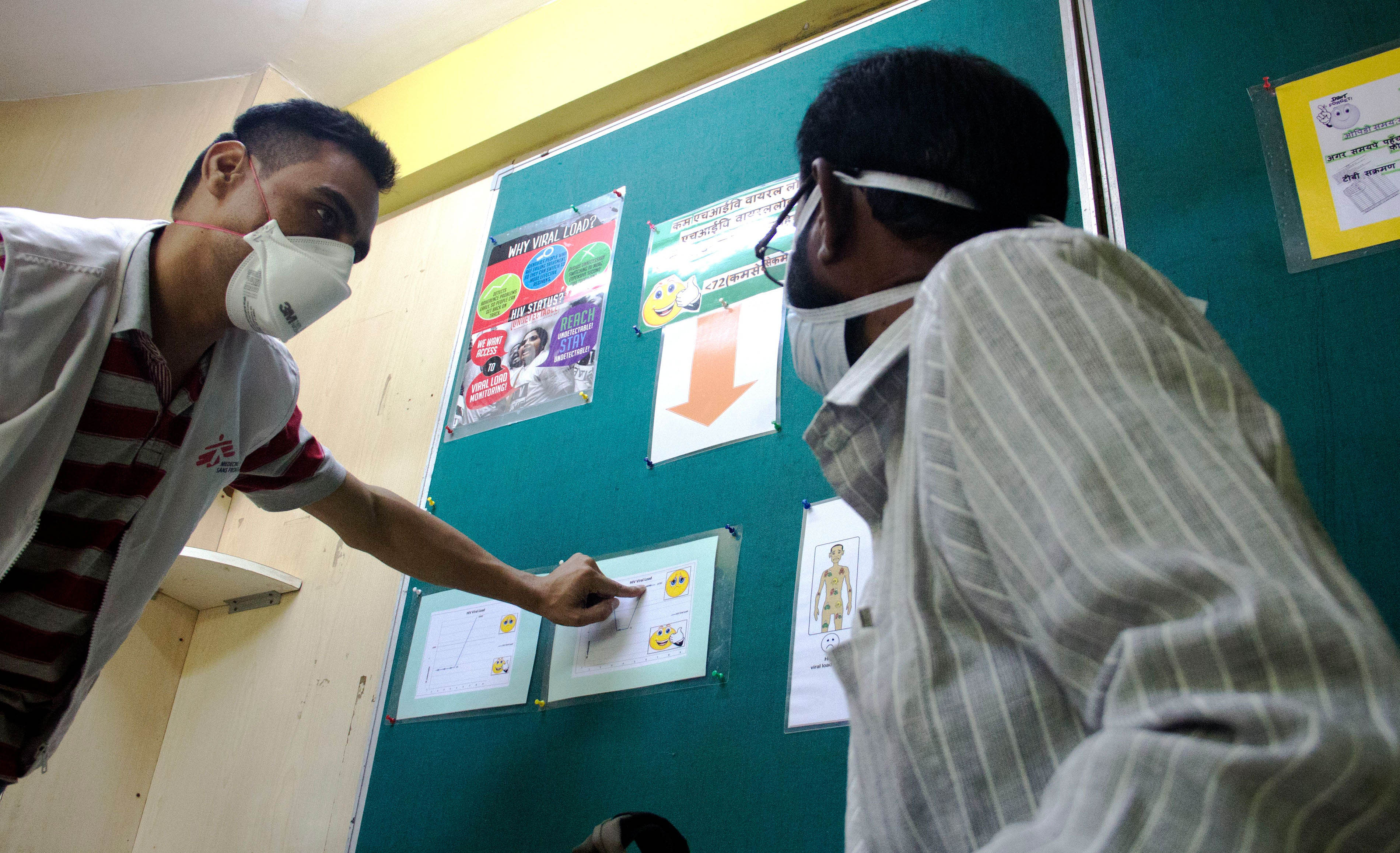A Peer Educator in MSF Mumbai clinic conducting an educational session for a patient living with HIV, on 3rd line ART