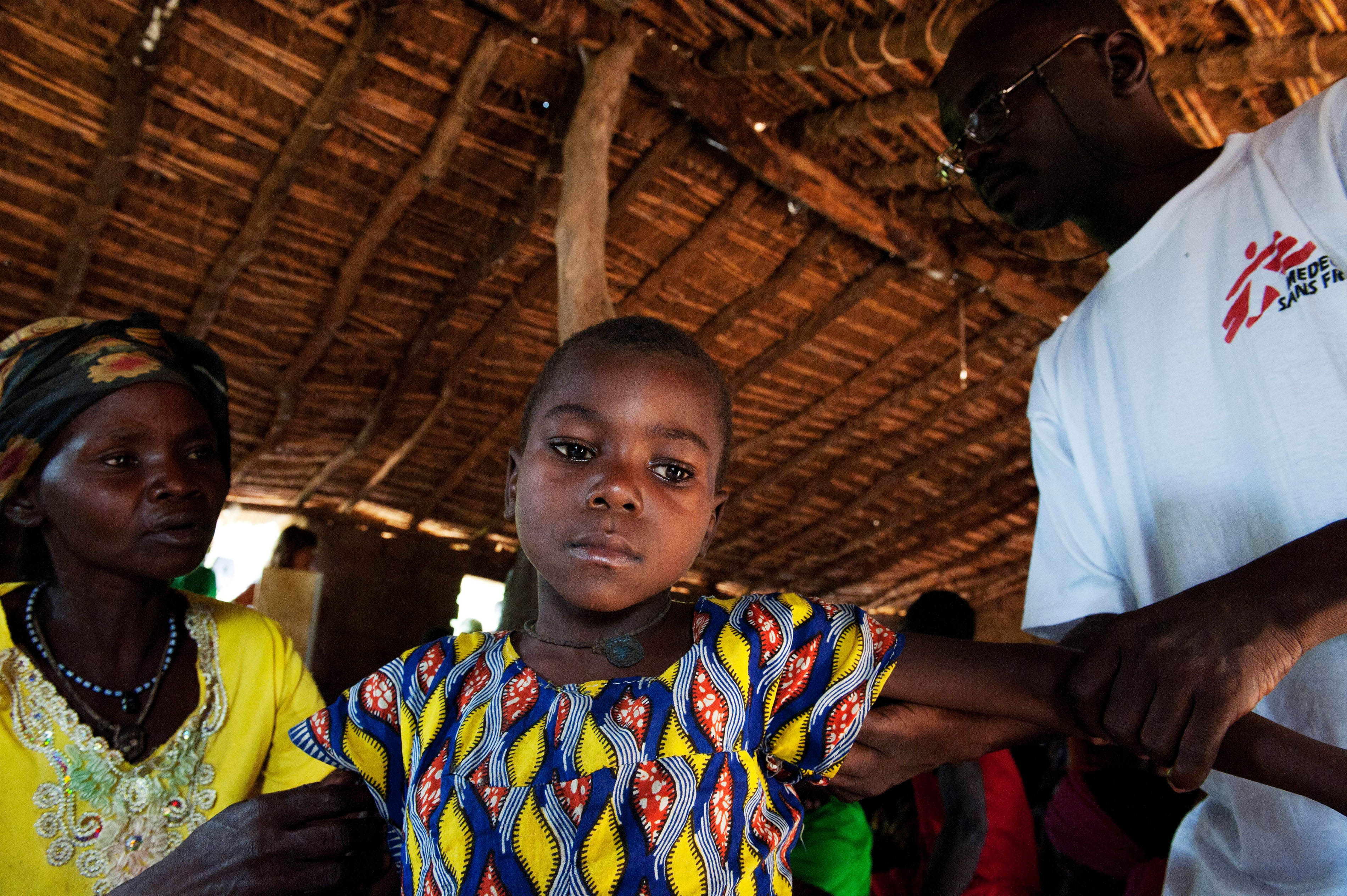 Isabelle and her daughter Nicole suffer from Malaria. MSF is doing mobile clinics in Besse, a village between Batangafo and Ouago, the two where you can find hospitals.