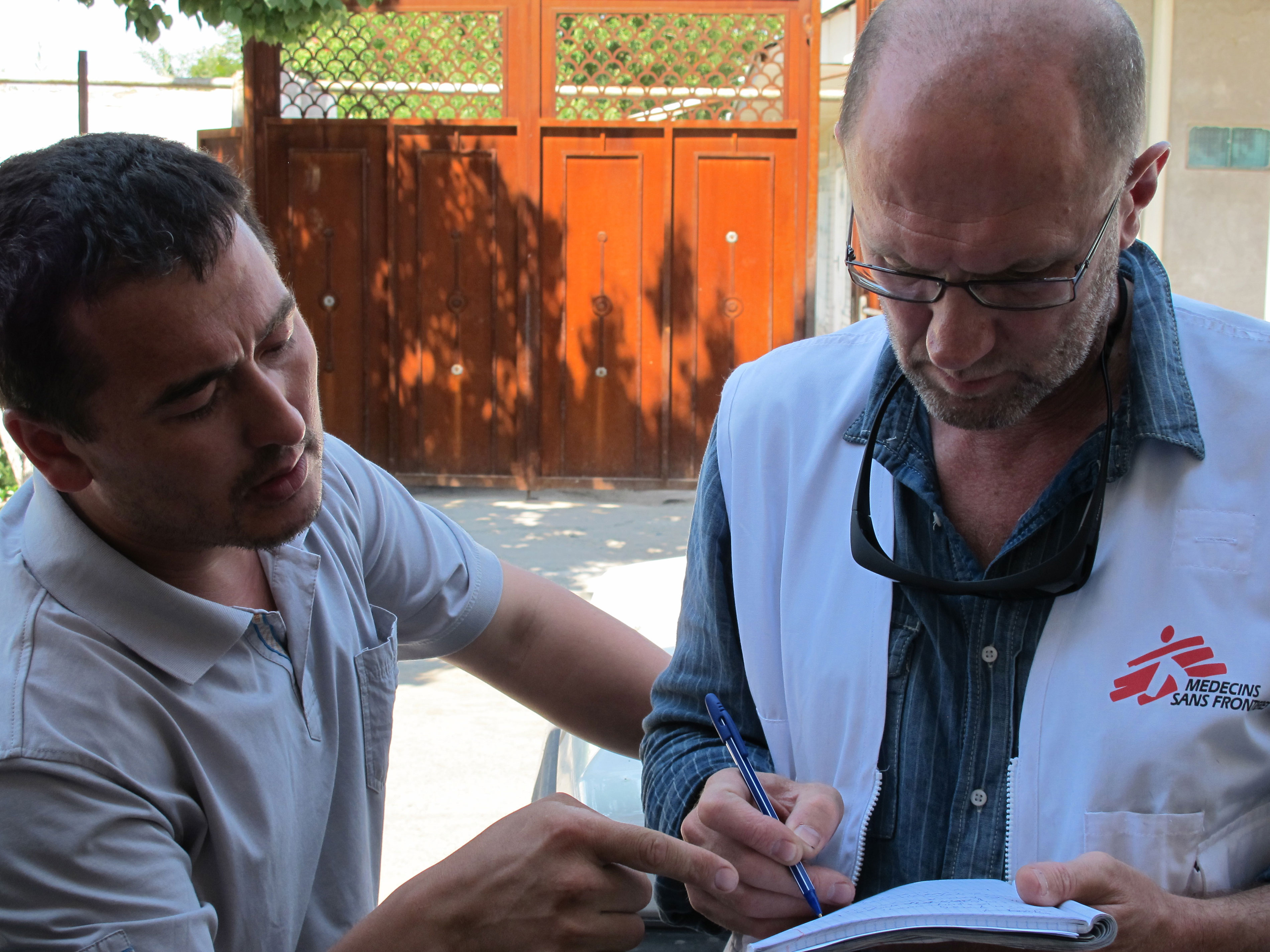 MSF emergency coordinator from Lituania, Andrei Slavuckij, is assessing medical needs in a neighbourhood of Osh.