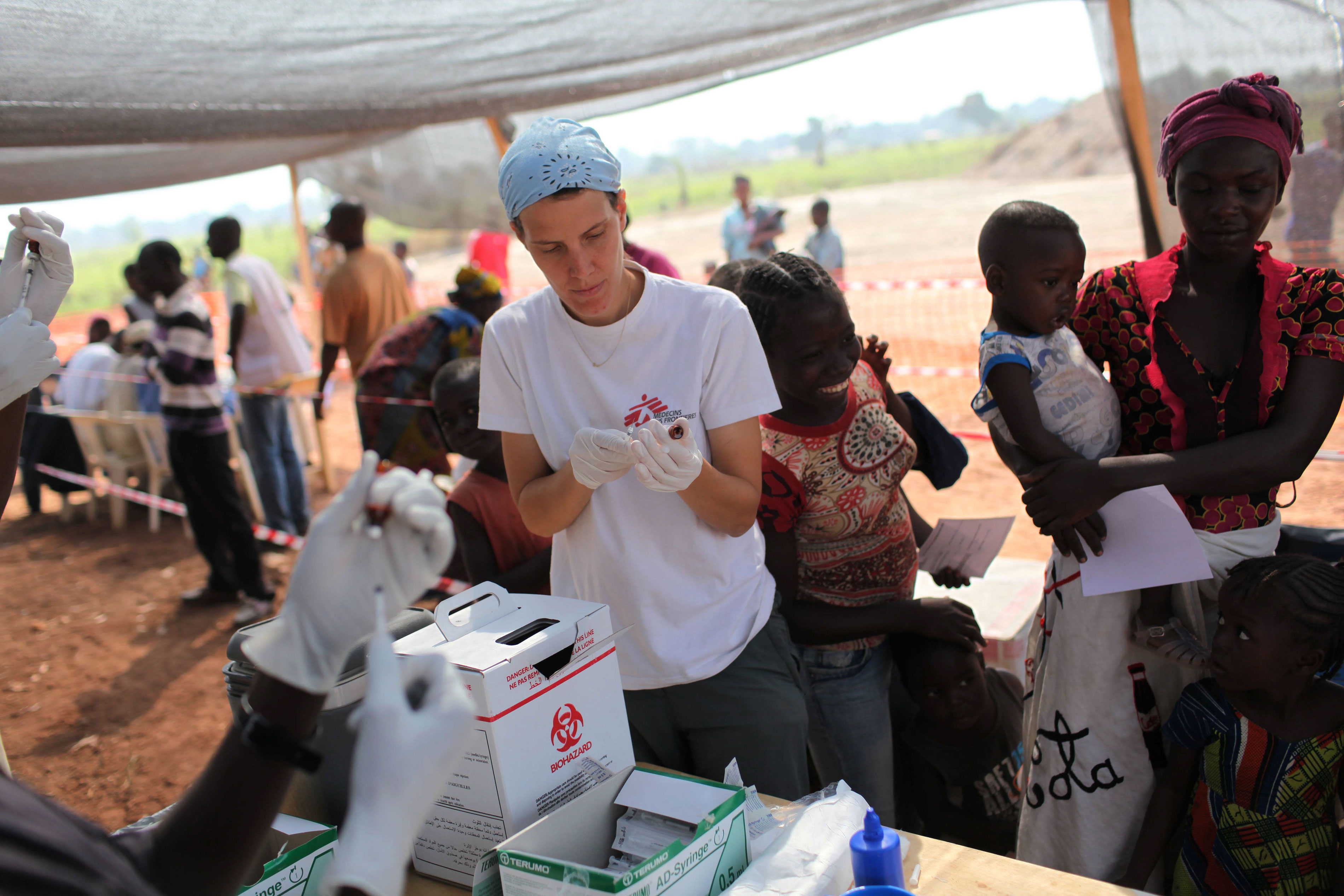 Following confirmation of measles cases among children in several camps for internally displaced people in Bangui, Central African Republic, MSF is vaccinating 68,000 children in five camps in the city in order to prevent an outbreak.
