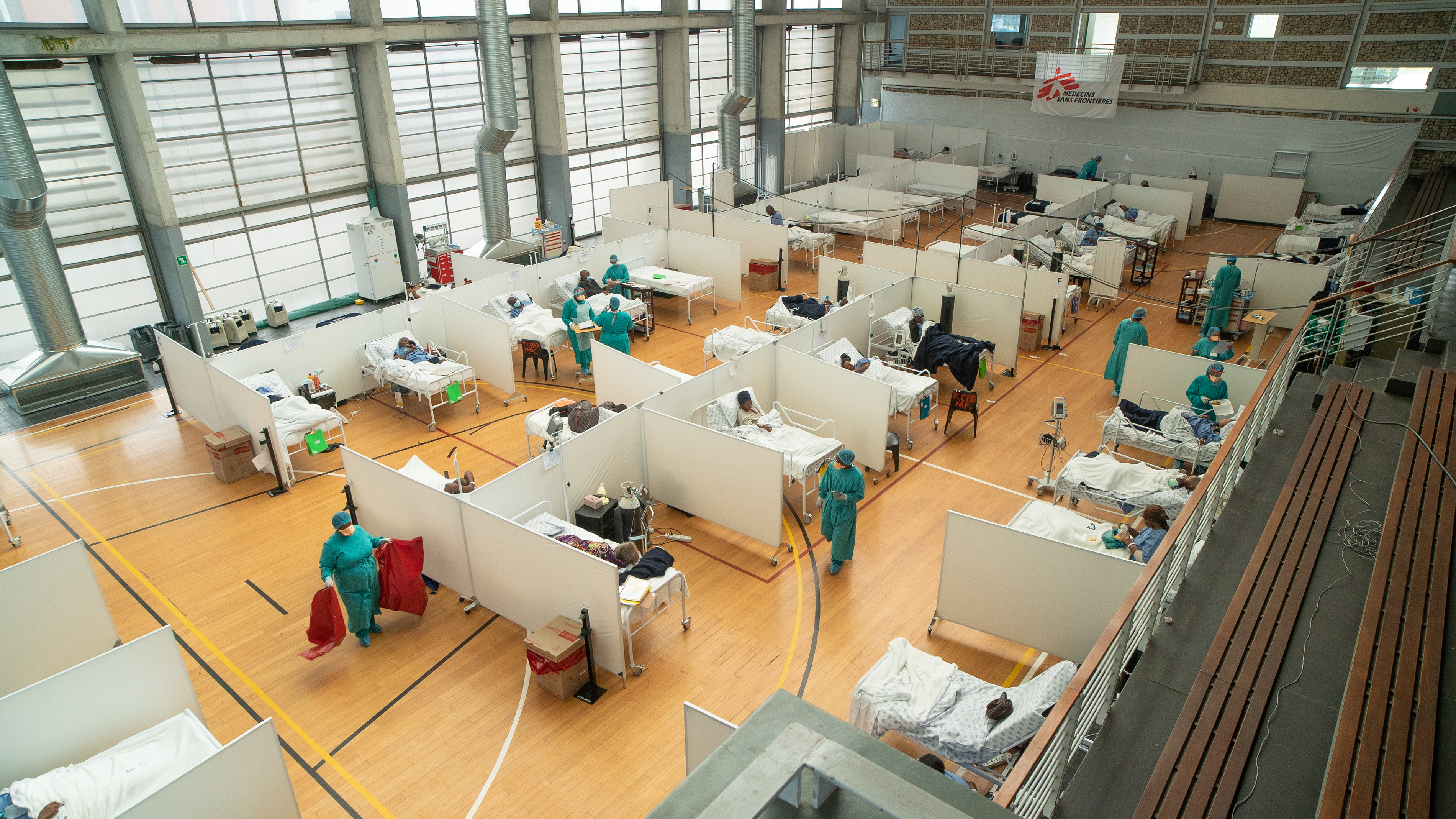The 60-bed Khayelitsha Field Hospital was developed by MSF to support the nearby Khayelitsha District Hospital to cope with the pressures of peak COVID-19 transmission in the Western Cape.