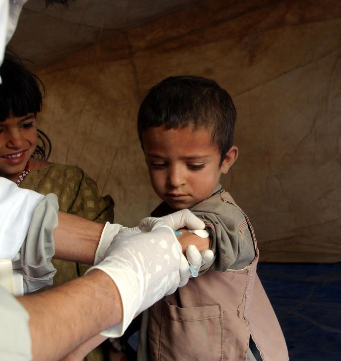 Zhare Dasht' (Yellow Desert). Measles vaccination. Photograph by Sebastian Bolesch