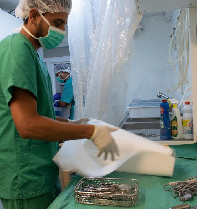 At MSF's post-operative care hospital in Mosul (Iraq), infection and prevention control (IPC) measures are implemented. One of the pillars of IPC consists in cleaning, sterilizing and sanitizing. Here, an MSF nurse is preparing equipment prior to a surgery.