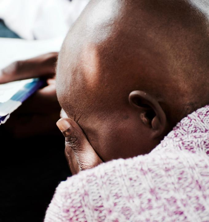 Emmily Mkumba's mobility is severely limited by her sickness; she still manages to make the long trip from the township of Machinjiri to Blantyre for her bi-weekly chemotherapy sessions, but relies on visits by the MSF palliative care team for pain management.