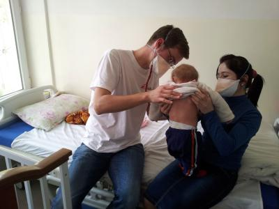 MSF Dr. Christoph Hoehn and nurse Gulru Nobodieva examine a nine-month old baby in Dushanbe, Tajikistan.