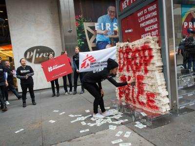 In New York, on Word Pneumonia Day 2015 (Nov 12), MSF volunteers attempted to deliver more than $17 million of fake cash - the equivalent of one day of profits from the pneumonia vaccines for Pfizer globally -  to Pfizer's CEO Ian Read. The same day, MSF launched a global petition to ask Pfizer and GlaxoSmithKline (GSK) to reduce the price of the pneumococcal vaccine to $5 dollars per child (for all three doses) in developing countries. Credit: Edwin Torres.