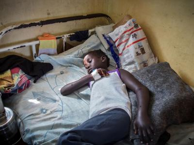 6-year old Nyajinma was bitten by a snake as she was sleeping. Her mother carried her for an hour and a half to the nearest health centre only to discover that no treatment was available. She was referred to the MSF hospital in Agok where she immediately received two doses of antivenom.